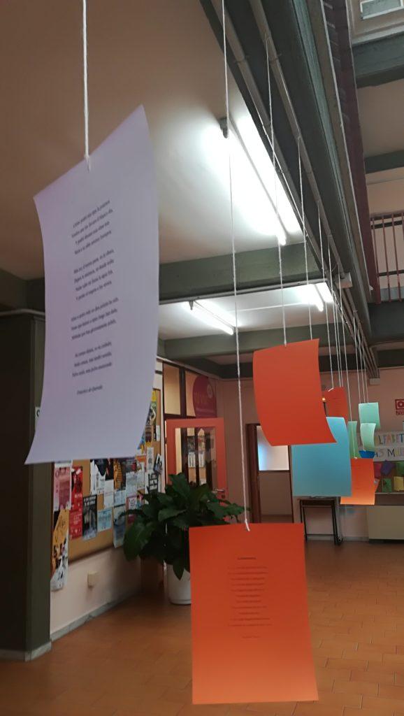 imagen de un poema colgando de un hilo